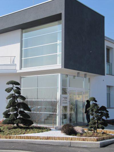 serramenti per ingresso studio commerciale in alluminio classico