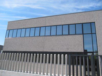 finestre in alluminio per stabilimento industriale
